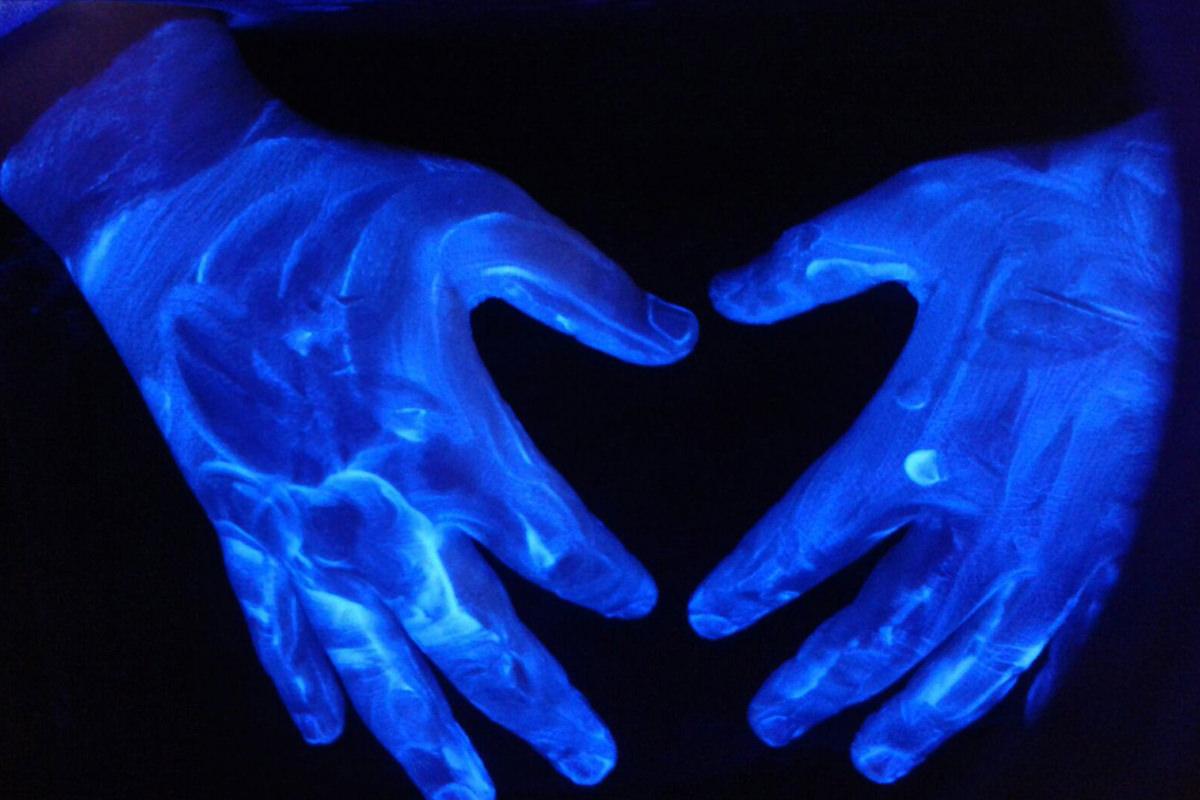 Blaue Hände