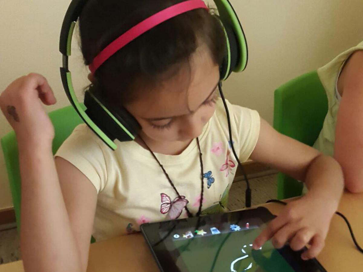 Kind mit iPad