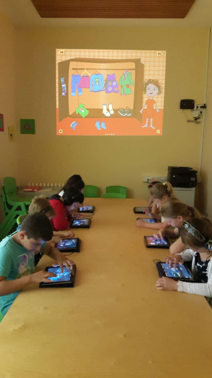 Kinder mit iPads
